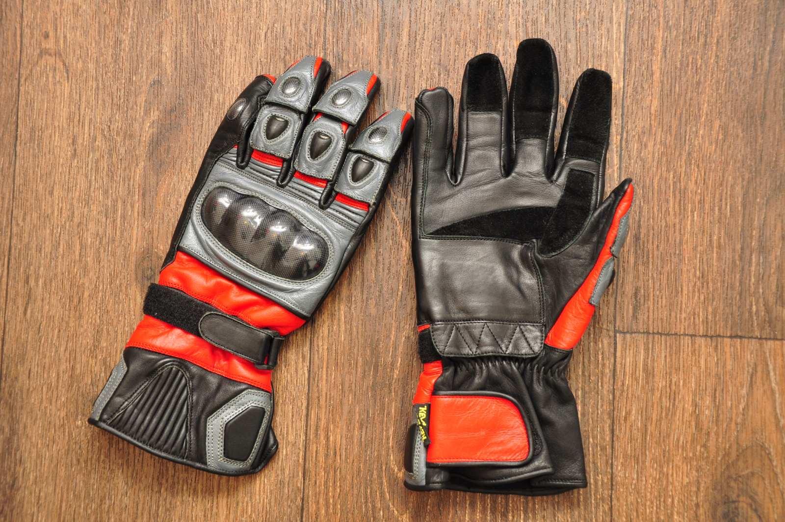 Мотоперчатки - 800 грн Состояние новых  Размер XL